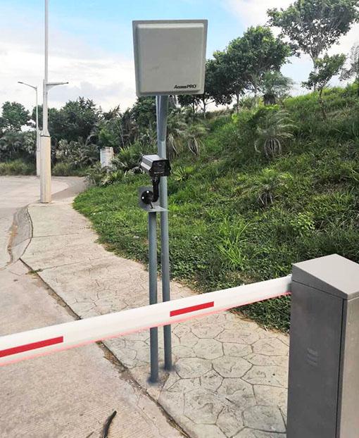 Antena RFID y cámara de barrera automática